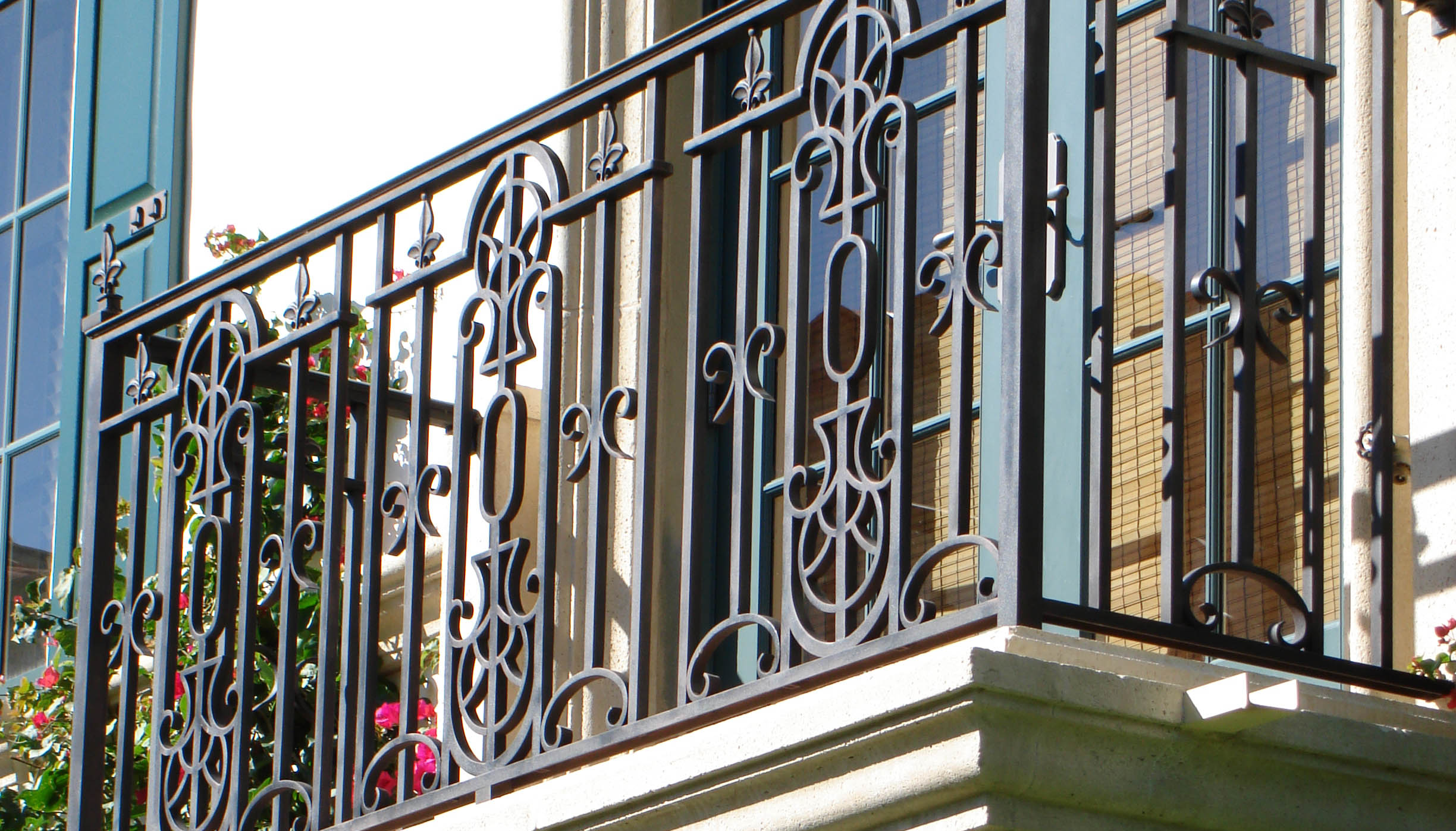 Deck railing ideas for your home find one for you part 13 Exterior wrought iron railing designs