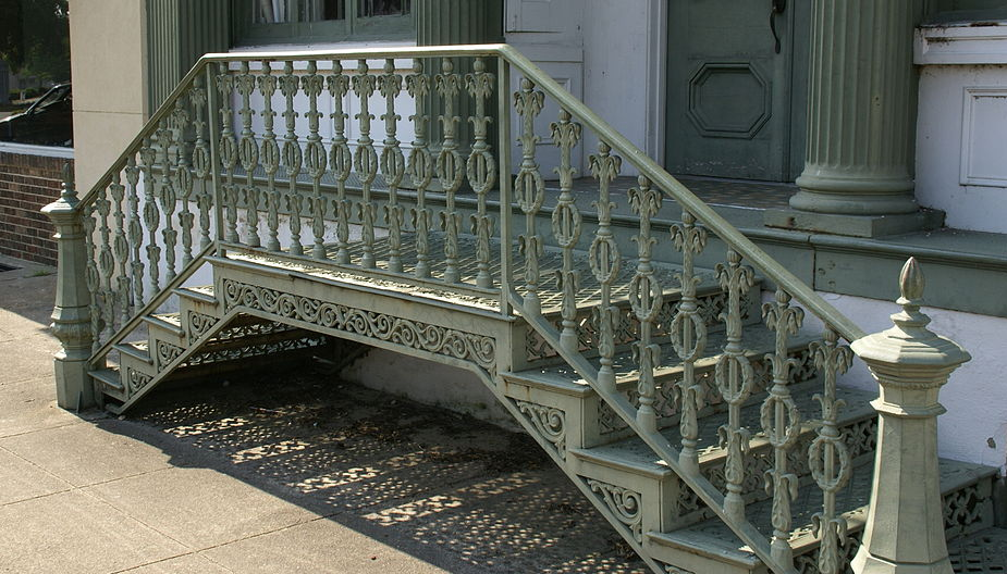 Neoclical Wrought Iron Railing Idea